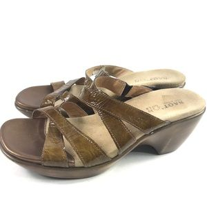Naot Patent Leather Strappy Slip On Sandals Sz 8